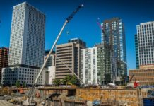 Garco Construction operates Link-Belt cranes around the clock in Seattle