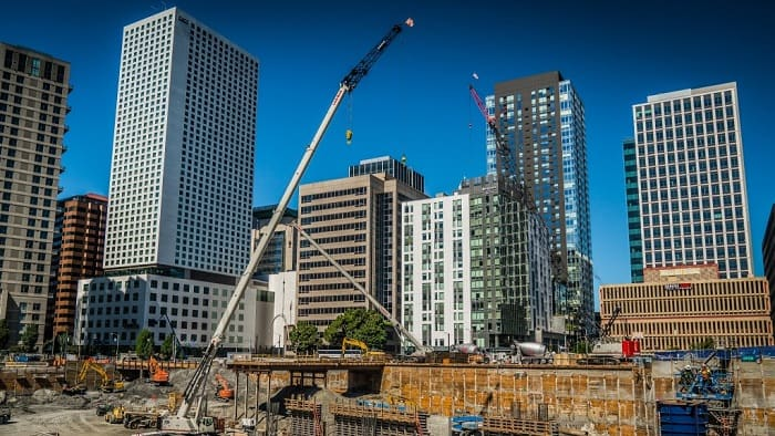 Garco Construction operates Link-Belt cranes around the clock in Seattle