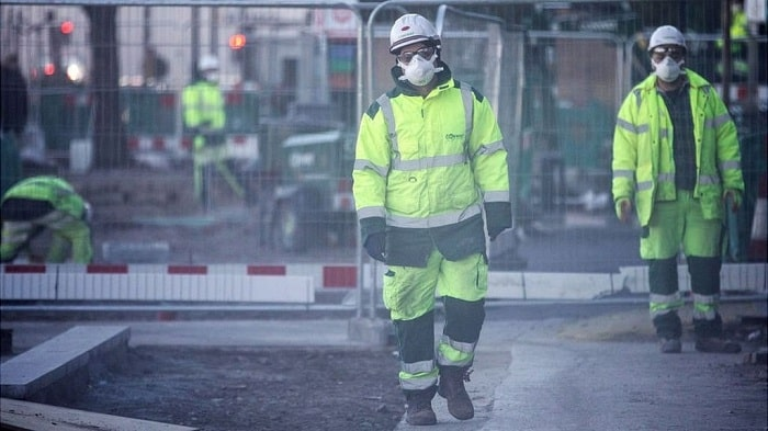 UK construction firms split over coronavirus shutdown